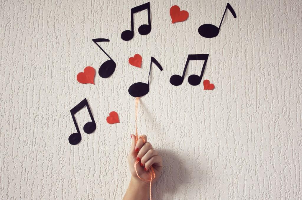 Cine interpretează melodia? (4)