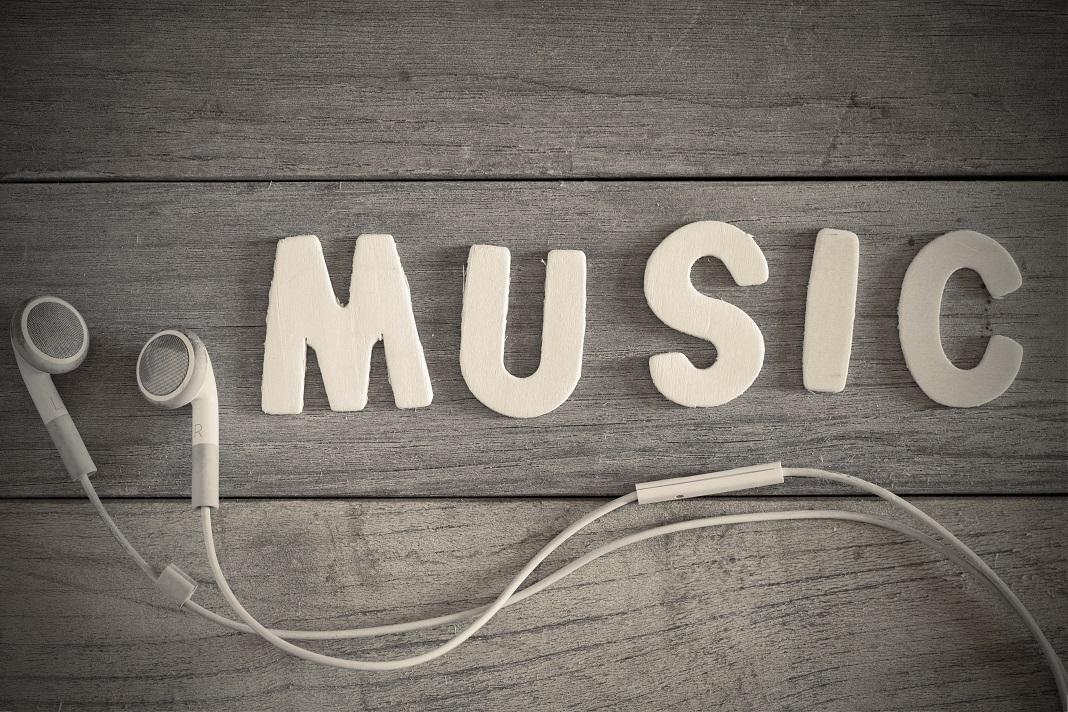 #de cine este cantata muzica?