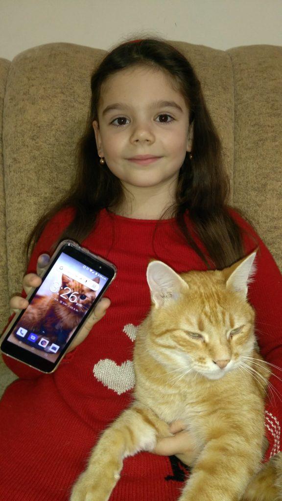 Castigatoarea EROU GOLD a unui telefon pe luna Decembrie!