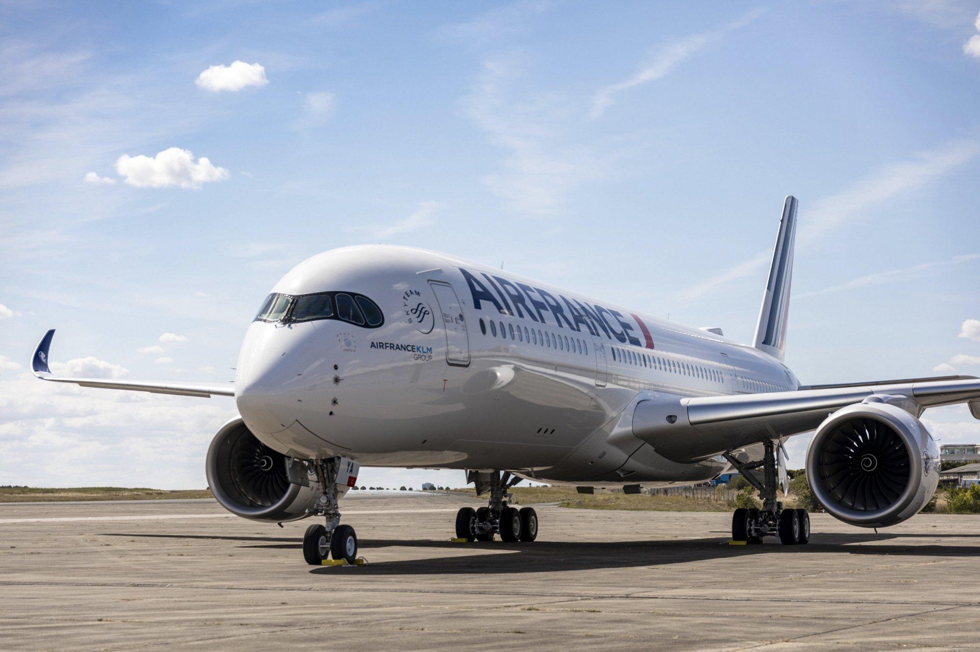 Avioane, Aeroporturi si Zbor