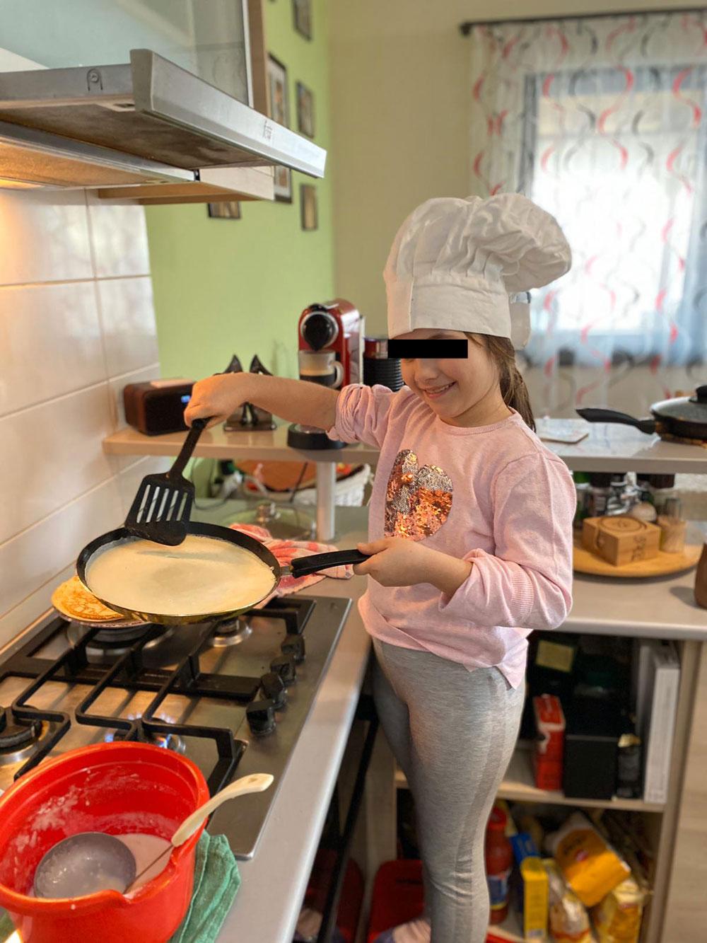 Am pregătit clătite și micul dejun pentru părinții mei
