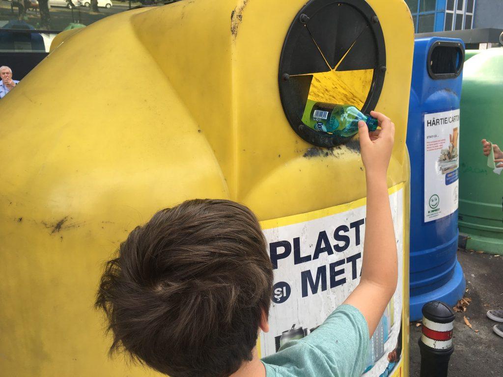 Am reciclat si am salvat planeta de niste gunoaie