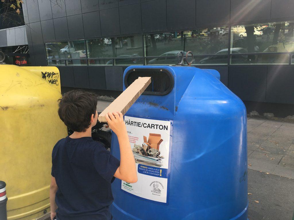 Am reciclat cartoane să salvez planeta