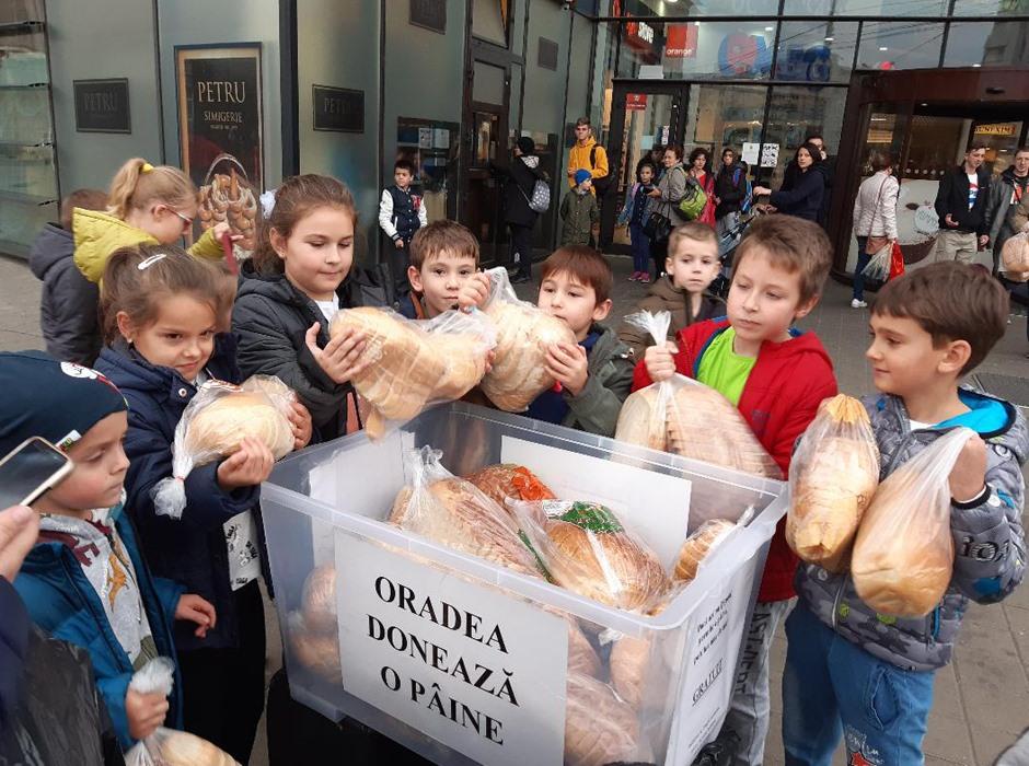 Donare de pâine oamenilor nevoiași