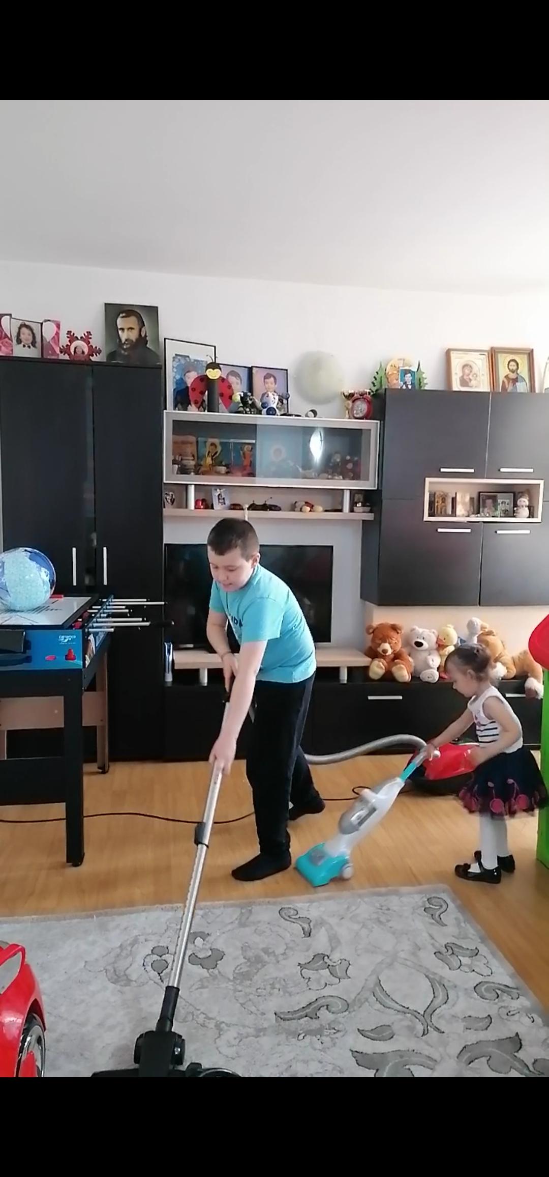 Fac curat în casa